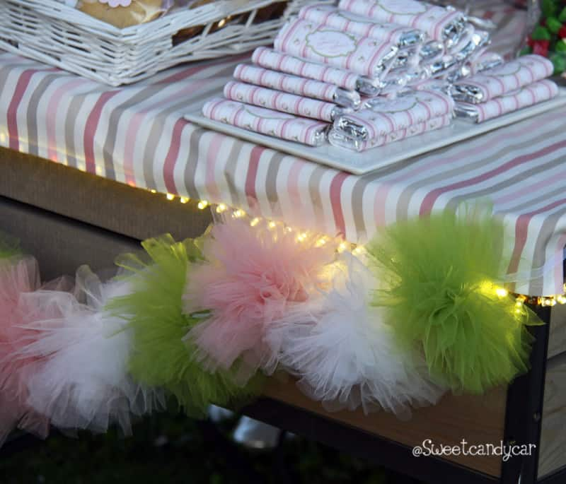 Detalle guirnalda pompones boda Belen