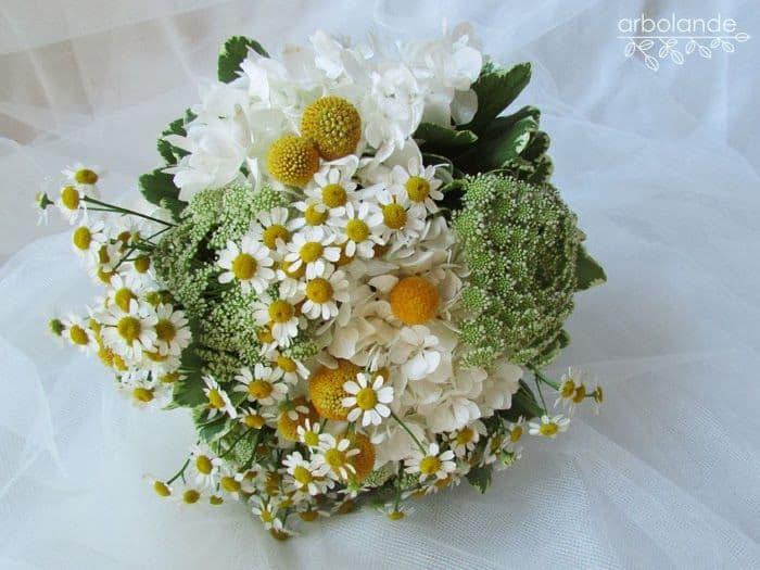 Ramo de novia blanco, verde y amarillo :: White, yellow and green wedding bouquet by Arbolande