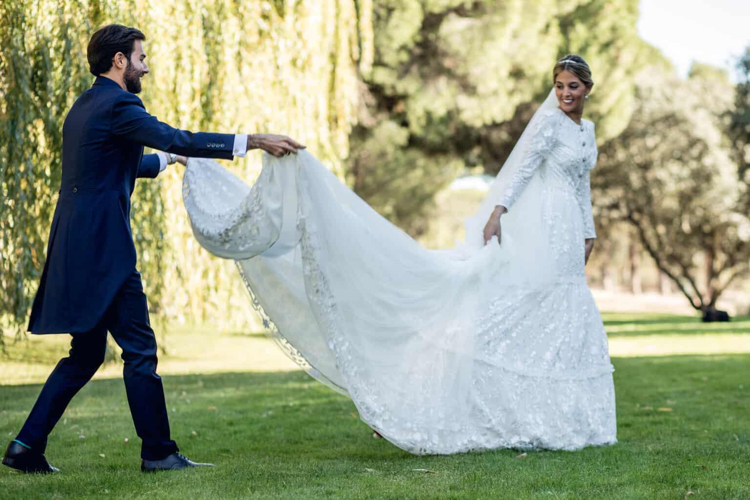 La novia del vestido de los botones joya - Las bodas de Tatín