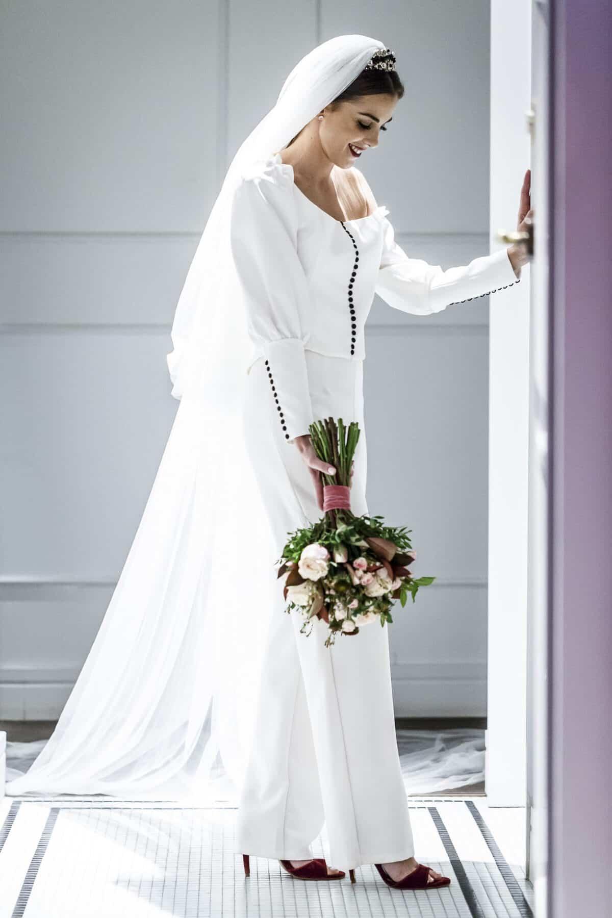 7a7a8d953 La novia de los ojos color Coca Cola está pensada para aquellas que aman la  moda
